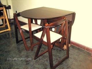Bộ Bàn Ghế Xếp Samourai ghế ngồi nệm trắng QUY CÁCH BÀN : Dài 1350 cm x Rộng 850 cm x Cao 740 cm Mặt bàn Gỗ Veneer Mã Số : BGX Samourai Oval GIÁ ( năm 2012) : 3.499.000 ĐỒNG/BỘ BÀN XẾP + 04 GHẾ XẾP + QUÀ TẶNG)