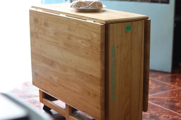 Bàn Ghế Lộc Lâm đã xếp gấp gọn lại. Để bốn ghế vào dưới hộc bàn. Ta chỉ cần diện tích 2/3 viên gạch là có thể Ok
